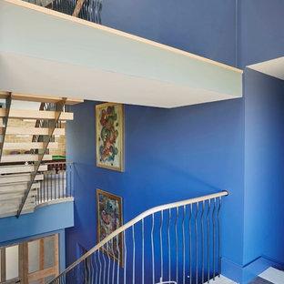 グラスゴーの木のコンテンポラリースタイルのおしゃれなオープン階段の写真