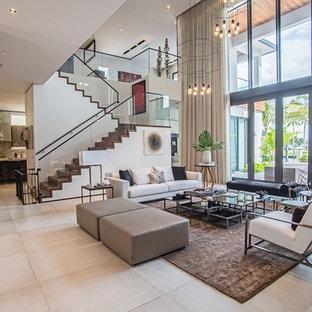 Imagen de escalera en L, moderna, grande, con escalones de madera, contrahuellas de madera y barandilla de vidrio