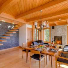 Contemporary Staircase by Kettle River Timberworks Ltd.