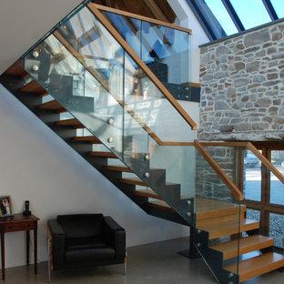 Imagen de escalera en L, rural, extra grande, sin contrahuella, con escalones de madera
