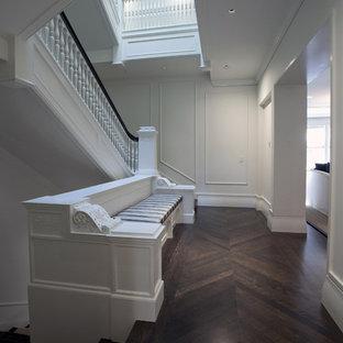 Idée de décoration pour un escalier tradition.