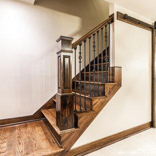 Diseño de escalera recta, mediterránea, con escalones de madera, contrahuellas de madera y barandilla de madera