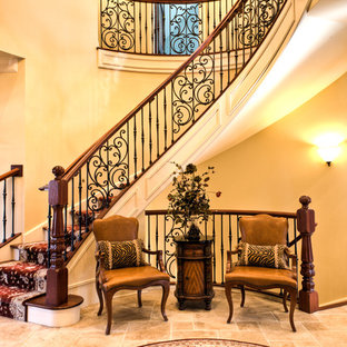 シカゴのトラディショナルスタイルのおしゃれな階段の写真