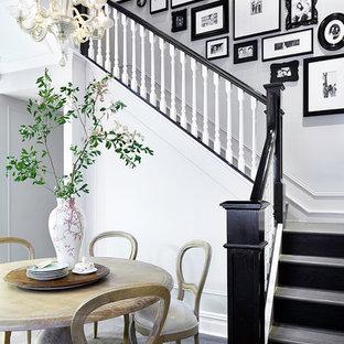 Klassische Holztreppe in L-Form mit Holz-Setzstufen in New York