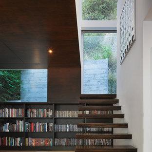 Idéer för att renovera en liten funkis flytande trappa i trä, med öppna sättsteg