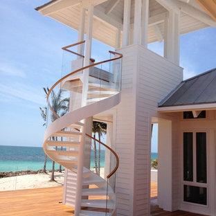 Diseño de escalera de caracol, contemporánea, sin contrahuella