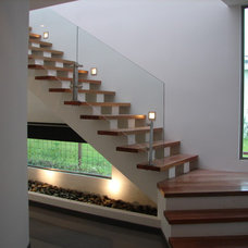 Contemporary Staircase by Dominguez & Solis Arquitectos