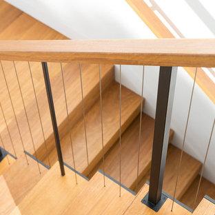 Foto de escalera suspendida, contemporánea, grande, sin contrahuella, con escalones de madera