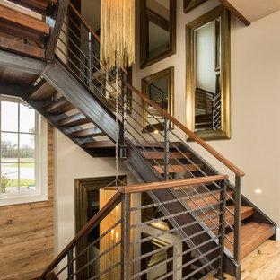 Foto de escalera recta, de estilo de casa de campo, de tamaño medio, con escalones de madera y barandilla de metal