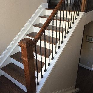 デンバーのトランジショナルスタイルのおしゃれな階段の写真