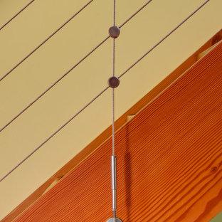 Ejemplo de escalera recta, actual, pequeña, sin contrahuella, con escalones de madera