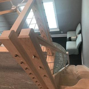 Foto de escalera recta, minimalista, pequeña, sin contrahuella, con escalones de madera y barandilla de varios materiales