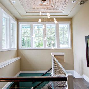 Modelo de escalera en U, exótica, grande, con escalones de madera y contrahuellas de madera