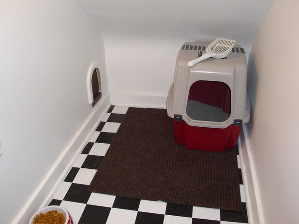 トラディショナル 階段 Hidden Cat Retreat