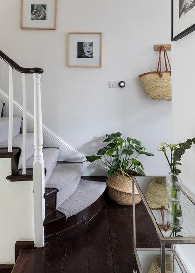 Traditional Staircase by Black Oak Builders Ltd.