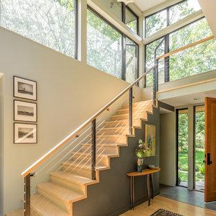 Foto de escalera recta, rústica, con escalones de madera, contrahuellas de madera y barandilla de varios materiales