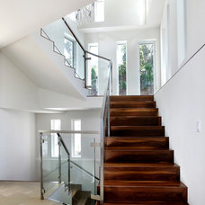 Modern Staircase by DNM Architect
