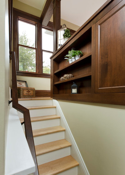 Traditional Staircase by Fluidesign Studio