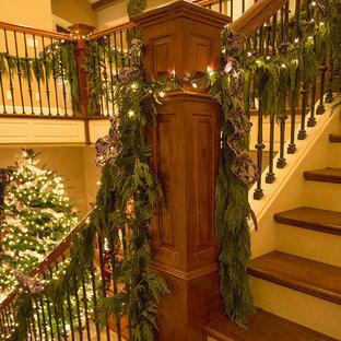 ポートランドのトラディショナルスタイルのおしゃれな階段の写真