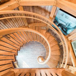 Foto de escalera suspendida, de estilo de casa de campo, extra grande, sin contrahuella, con escalones de madera