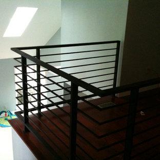 Cette photo montre un escalier tendance.