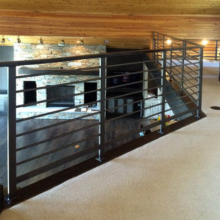 Ejemplo de escalera recta, contemporánea, grande, con escalones de madera y contrahuellas de madera