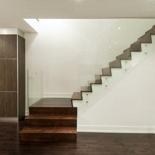 Ispirazione per una scala minimalista con pedata in legno e alzata in legno