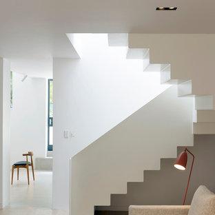 Foto de escalera curva nórdica