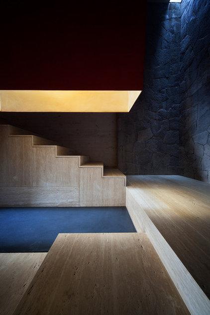 modern staircase by Eduardo Hernandez Ch. Architect / CHK Arquitectura