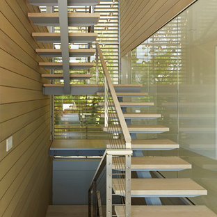 Example of a trendy open staircase design in New York