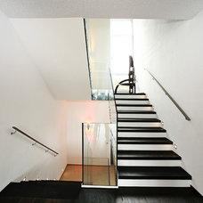 Modern Staircase by WELISCH + ENGL GmbH