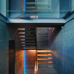 Imagen de escalera en U, contemporánea, de tamaño medio, sin contrahuella, con escalones de hormigón