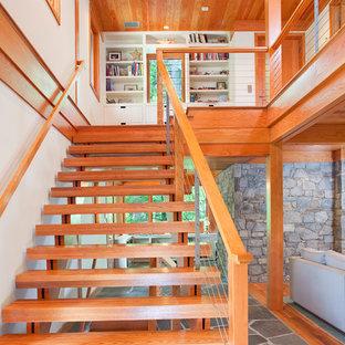 Foto de escalera recta rústica