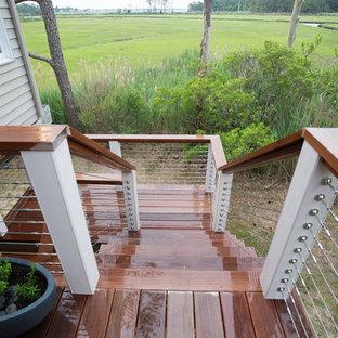 Ejemplo de escalera en L, costera, de tamaño medio, sin contrahuella, con escalones de madera