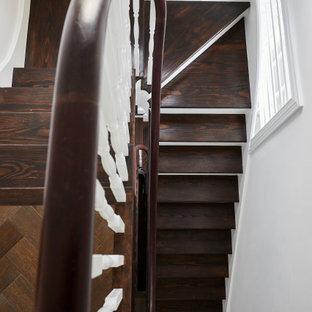 ロンドンの大きいエクレクティックスタイルのおしゃれな階段の写真