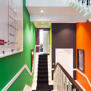 Imagen de escalera en L, actual, grande, con escalones enmoquetados y contrahuellas de madera pintada