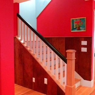 Foto de escalera en U, de estilo de casa de campo, pequeña, con escalones de madera y contrahuellas de madera