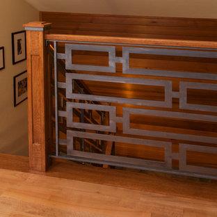 Foto de escalera en U, moderna, grande, sin contrahuella, con escalones de madera y barandilla de madera