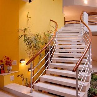 На фото: лестница в восточном стиле
