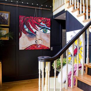 Ejemplo de escalera en L, industrial, de tamaño medio, con escalones de madera, contrahuellas de madera y barandilla de madera
