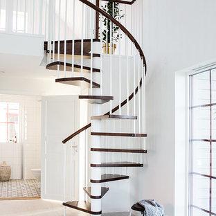 Modelo de escalera de caracol, nórdica, pequeña, sin contrahuella, con escalones de madera