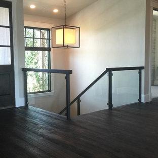 ソルトレイクシティの中サイズの木のコンテンポラリースタイルのおしゃれな直階段 (木の蹴込み板) の写真