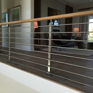 Foto de escalera contemporánea, pequeña, con escalones de madera, contrahuellas de madera y barandilla de varios materiales
