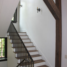 Traditional Staircase by Banks Home Building, Inc.