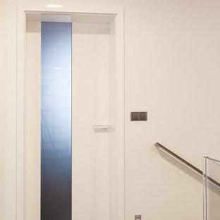Foto de escalera en L, moderna, pequeña, con escalones de madera y contrahuellas de vidrio