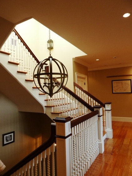 Traditional Staircase by HC Design