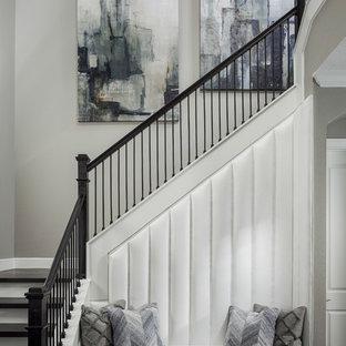 Foto de escalera en L, clásica renovada, con escalones de madera, contrahuellas de madera pintada y barandilla de varios materiales