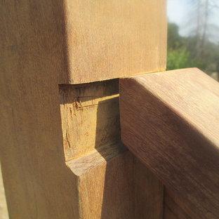 Imagen de escalera curva, de estilo americano, pequeña, con escalones de hormigón y contrahuellas de hormigón