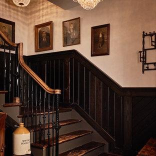 Ejemplo de escalera en L, rural, grande, con escalones de madera y contrahuellas de madera