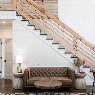 Inspiration för rustika raka trappor i trä, med sättsteg i trä och räcke i trä